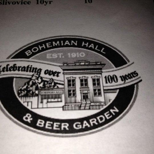 9/8/2012 tarihinde Dennis N.ziyaretçi tarafından Bohemian Hall & Beer Garden'de çekilen fotoğraf