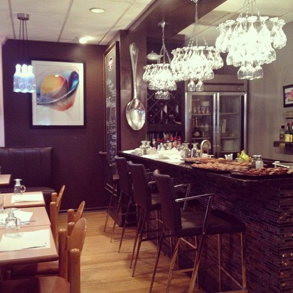 7/13/2012 tarihinde Mattziyaretçi tarafından The Breakfast Club & Grill'de çekilen fotoğraf