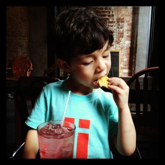 รูปภาพถ่ายที่ Mable's Smokehouse & Banquet Hall โดย Joseph R. เมื่อ 6/3/2012
