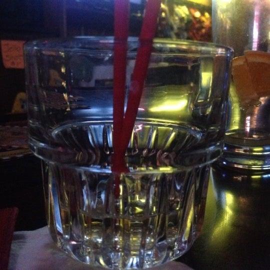 Foto tomada en Kay's Place Bar & Lounge por Cheearra E. el 5/15/2012