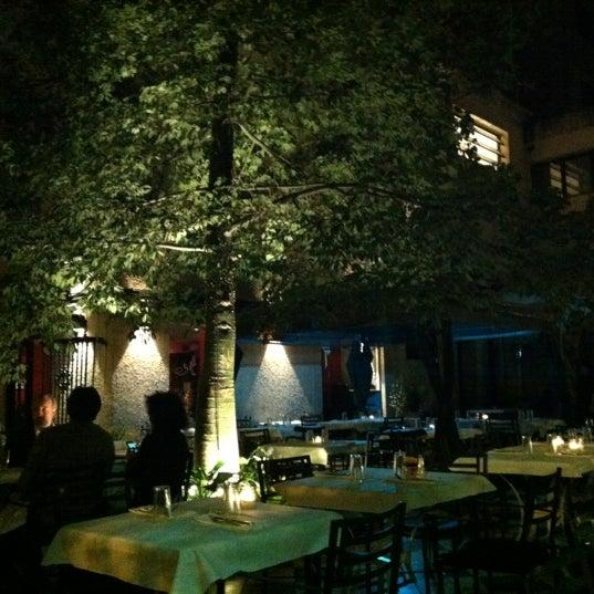 Foto scattata a Museo Evita Restaurant & Bar da Jose M. il 4/5/2012