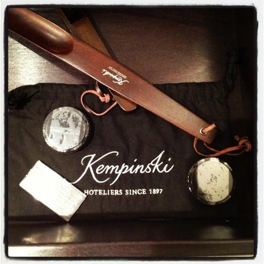 รูปภาพถ่ายที่ Hotel Vier Jahreszeiten Kempinski โดย Ali M. เมื่อ 6/12/2012