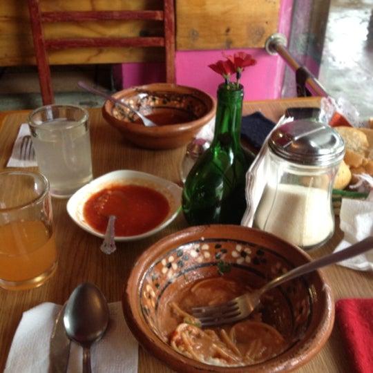 Снимок сделан в Mamá Conchita пользователем Carolina M. 6/16/2012