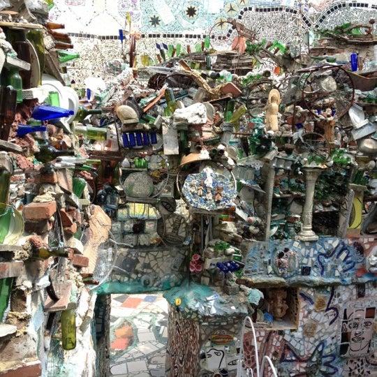 Foto scattata a Philadelphia's Magic Gardens da Teresa L. il 4/21/2012
