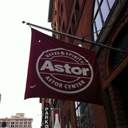 Foto tirada no(a) Astor Wines & Spirits por David K. em 5/27/2012