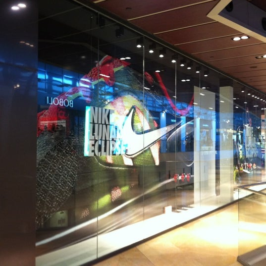 Entretenimiento templado Camion pesado  Photos at Nike Store - Les Corts - C.C. L'Illa