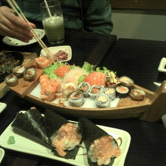 Foto tirada no(a) Kodai Sushi por Heldrim F. em 8/12/2012