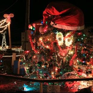 Overlys Christmas Lights.Henny Hemlock At Overly S Country Christmas Greensburg Pa