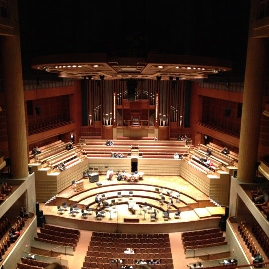 Foto tirada no(a) Morton H. Meyerson Symphony Center por Gabrielle B. em 2/26/2012