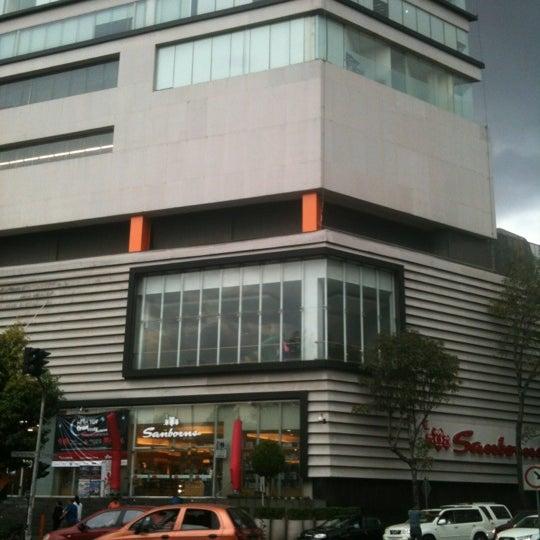 Снимок сделан в Metrópoli Patriotismo пользователем Andres B. 8/31/2012
