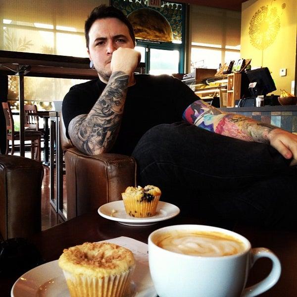 Снимок сделан в Sunrise Coffee пользователем David R. 5/1/2012