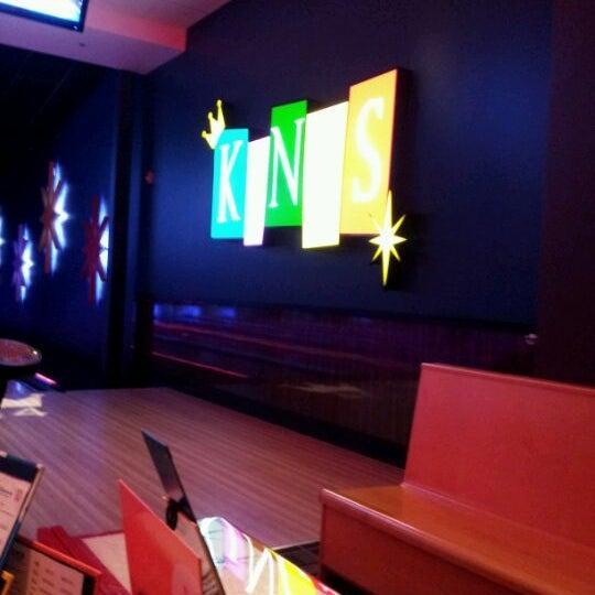 Снимок сделан в Kings Dining & Entertainment пользователем Drew M. 6/3/2012
