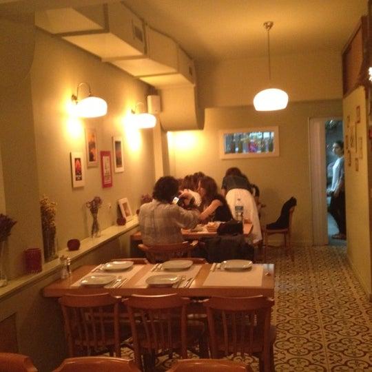 Foto tomada en Sıdıka Meze Restoranı por Timur S. el 5/8/2012