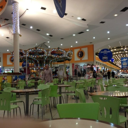 Foto tirada no(a) Deepo Outlet Center por Mustafa A. em 2/28/2012