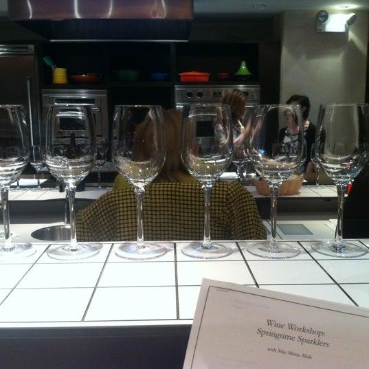 Foto tirada no(a) Astor Wines & Spirits por Morgan E. em 4/4/2012
