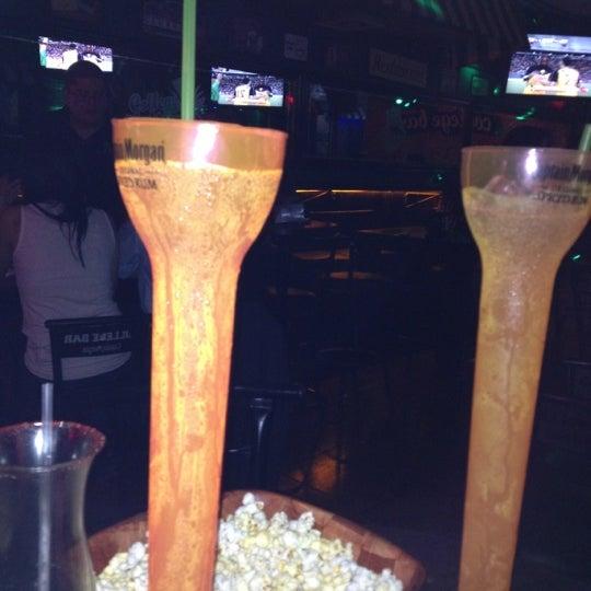 Foto diambil di College Bar oleh Alex S. pada 7/12/2012