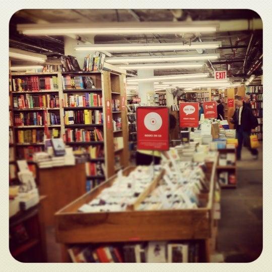 Das Foto wurde bei Strand Bookstore von John F. am 4/16/2012 aufgenommen