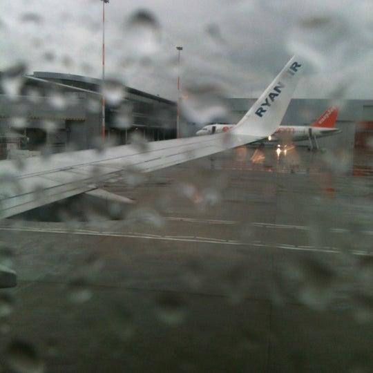 รูปภาพถ่ายที่ Liverpool John Lennon Airport (LPL) โดย Catherine M. เมื่อ 5/19/2012