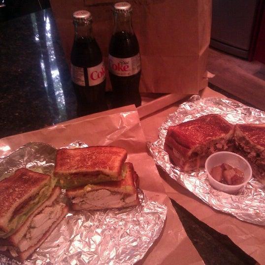 Foto tirada no(a) JoeDough Sandwich Shop por Bree D. em 6/26/2012