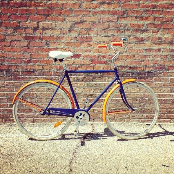 รูปภาพถ่ายที่ Heritage Bicycles โดย Heritage B. เมื่อ 8/22/2012