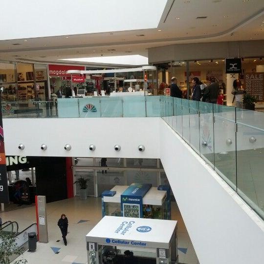 Foto tirada no(a) Costa Urbana Shopping por Cristian N. em 8/26/2012