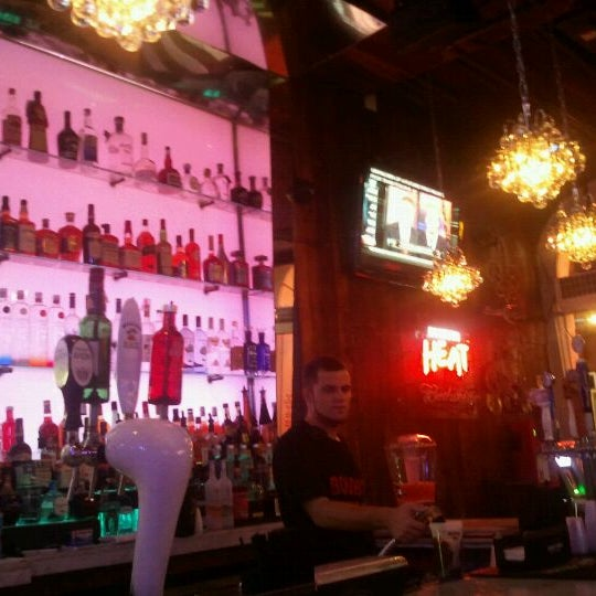 Foto tomada en Bourbon Heat por Alicia U. el 7/10/2012