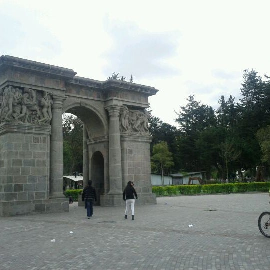 Foto diambil di Parque El Ejido oleh Xavier C. pada 3/8/2012