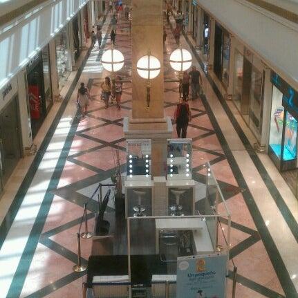 Foto tomada en Centro Comercial Gran Vía 2 por Jose R. el 8/18/2012