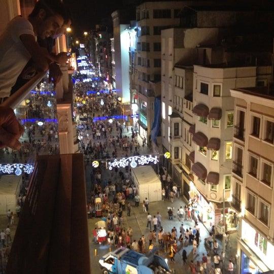 Foto scattata a Demirören İstiklal da SERİM ✨. il 7/28/2012