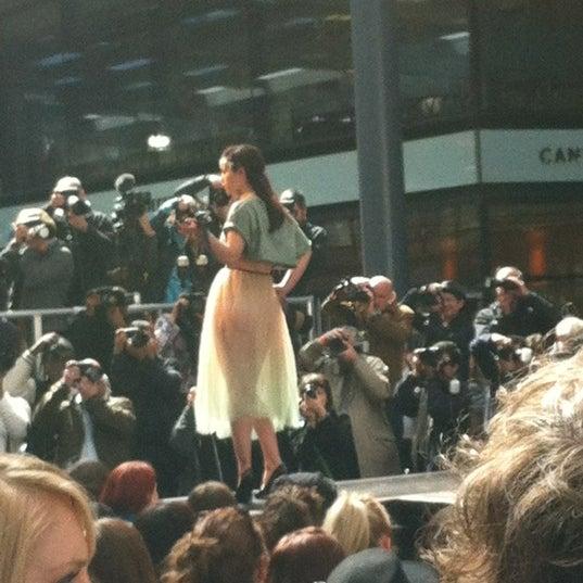 Foto tomada en Old Spitalfields Market por Andrew L. el 4/17/2012