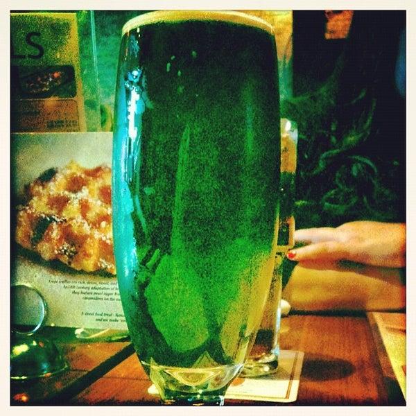 Снимок сделан в Lucky's Tavern пользователем Victor S. 2/20/2012