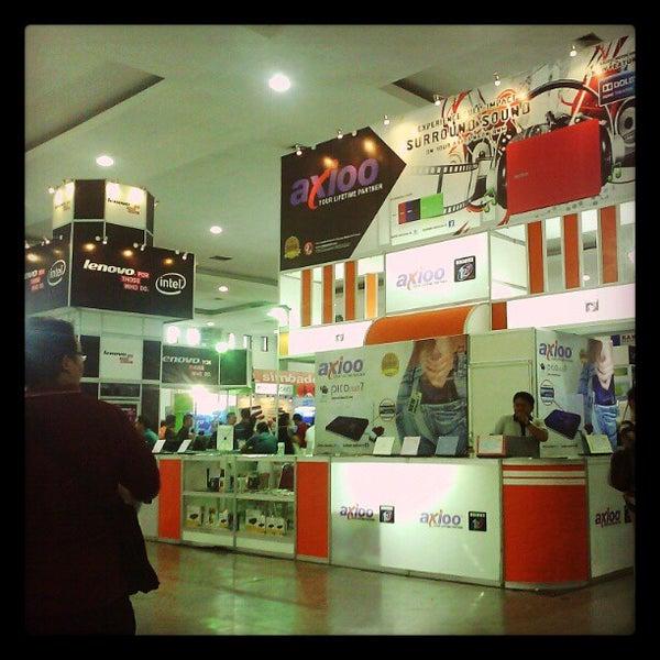 Das Foto wurde bei Jogja Expo Center (JEC) von Nurcahyo J. am 5/5/2012 aufgenommen