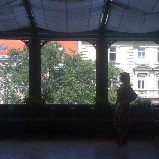 6/9/2012にAndras K.がMai Manó Gallery and Bookshopで撮った写真