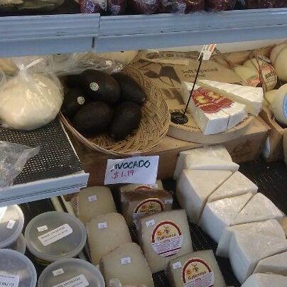 Das Foto wurde bei Mona Lisa Italian Restaurant von Jules D. am 3/25/2012 aufgenommen