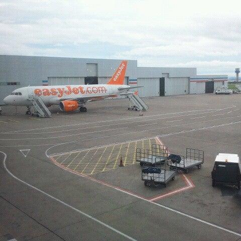 รูปภาพถ่ายที่ Liverpool John Lennon Airport (LPL) โดย Emiel B. เมื่อ 8/18/2012
