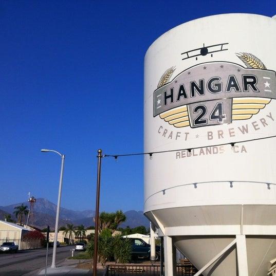 Foto tirada no(a) Hangar 24 Craft Brewery por Scott A. em 7/22/2012