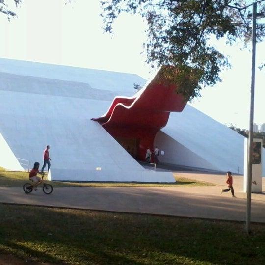 8/12/2012에 Guilherme V.님이 Auditório Ibirapuera Oscar Niemeyer에서 찍은 사진