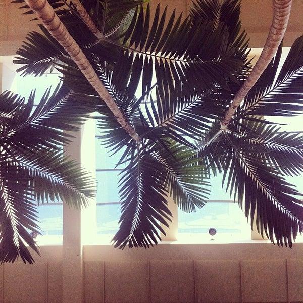 Foto tomada en Hillsdale Shopping Center por kenneth b. el 2/19/2012