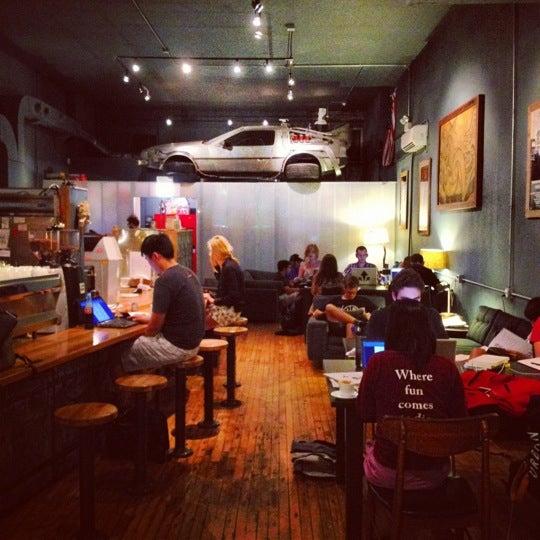 8/12/2012에 Tenko N.님이 The Wormhole Coffee에서 찍은 사진