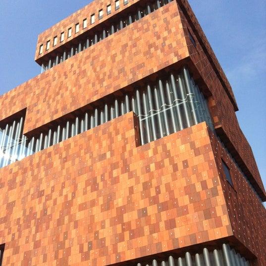 Foto tirada no(a) MAS | Museum aan de Stroom por Dylan D. em 3/3/2012