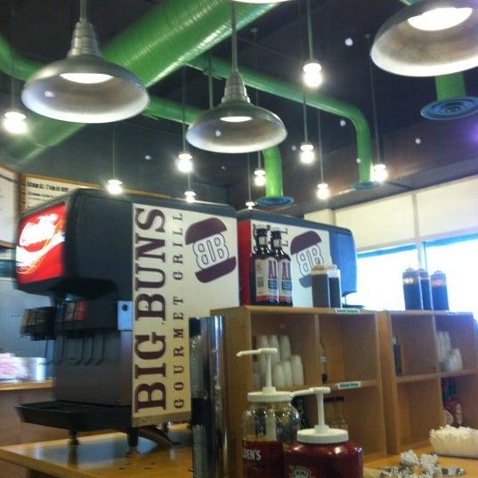 Foto diambil di Big Buns oleh Red B. pada 8/18/2012