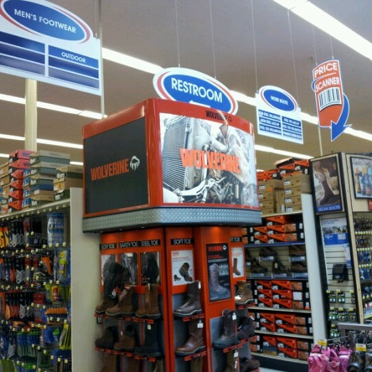 dfd6521c73fe Photo taken at Academy Sports + Outdoors by Daniel A. on 6 20