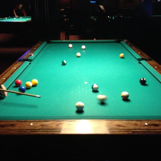 Foto tomada en Society Billiards + Bar por Ye W. el 8/6/2012