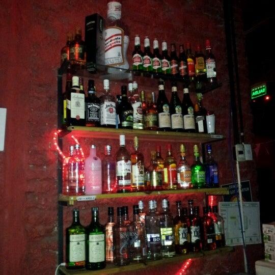 7/18/2012 tarihinde Viviane T.ziyaretçi tarafından Sugar Bar'de çekilen fotoğraf