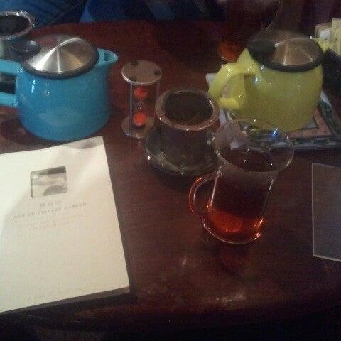 รูปภาพถ่ายที่ Tea Zone & Camellia Lounge โดย John G. เมื่อ 9/1/2012