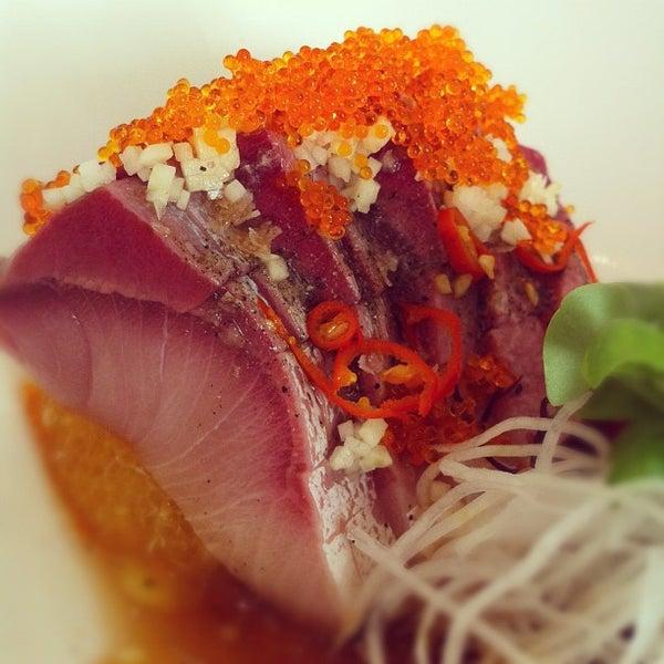 รูปภาพถ่ายที่ Sushi Tora โดย Jason S. เมื่อ 9/8/2012