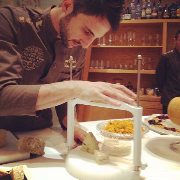 Foto scattata a Poncelet Cheese Bar da Pepe K. il 7/6/2012