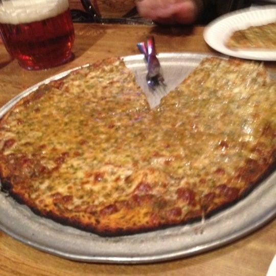 รูปภาพถ่ายที่ Star Tavern Pizzeria โดย Shanen เมื่อ 3/14/2012