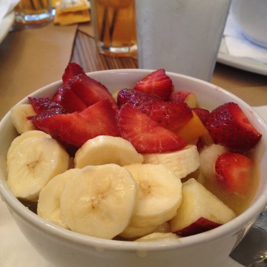 Foto diambil di Mark's Deli & Coffee House oleh Daniel C. pada 8/26/2012