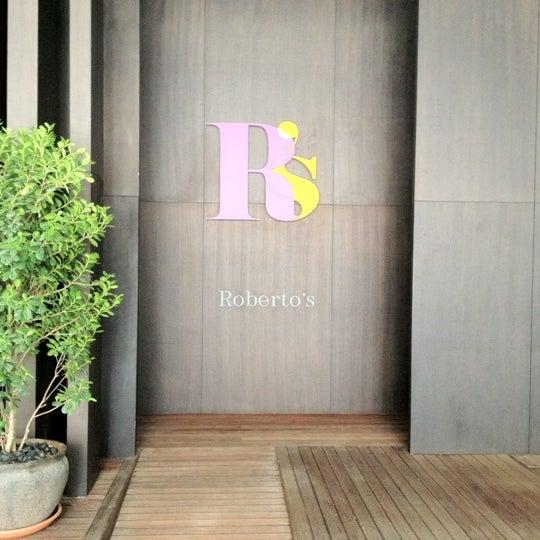 รูปภาพถ่ายที่ Roberto's โดย Sabrina เมื่อ 6/30/2012